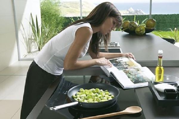 thietbismarthome.com.vn - Những tính năng ưu việt của bếp từ thông minh Goman 1